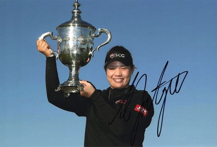 Ariya Jutanugarn, signed 12x8 inch photo.